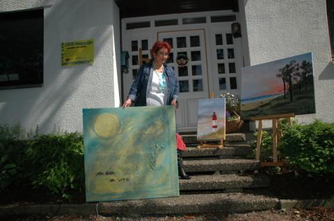 In Friedrichsgraben hat das Atelier Sonnenstern seine neue Heimat gefunden und Eva Welk hofft, zu ihrer Ausstellung mit Versteigerung für einen guten Zweck am 1. Juli möglichst viele Besucher begrüßen